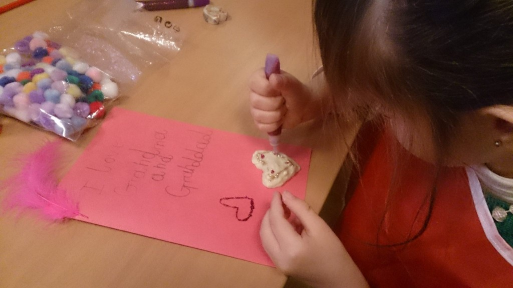 Chez Kid n' Play les enfants pratiquent l'anglais à travers des activités artistiques
